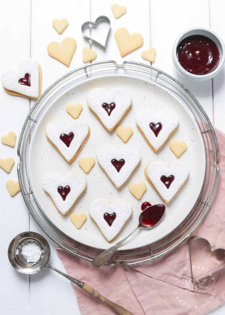 Valentinstag, Valentinstag Kekse, Kekse Herz, Spitzbuben, Linzer Plätzchen, Rezept Spitzbuben, Rezept Linzer Plätzchen, Herzkekse, gefüllte Kekse