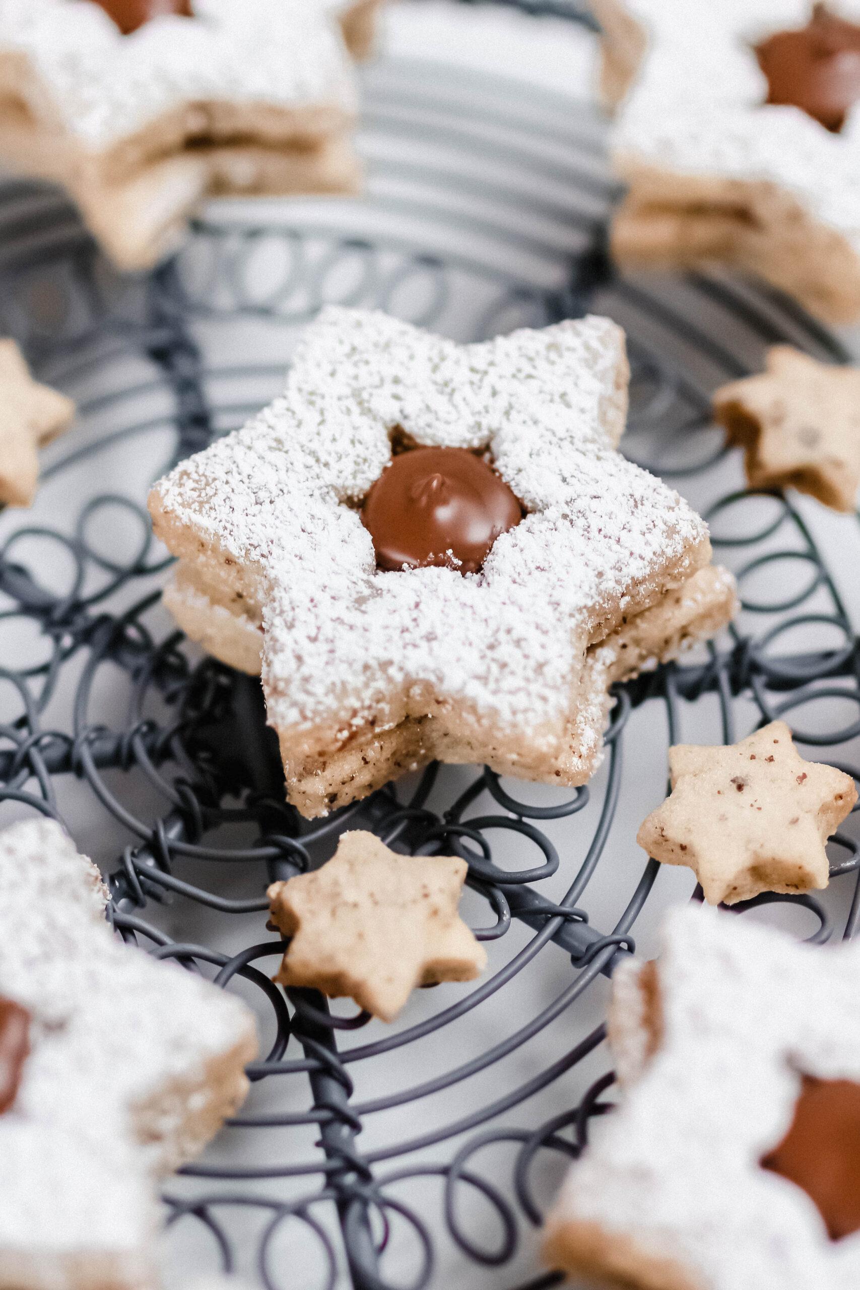 Weihnachtsbäckerei: Nuss Nougat Sterne